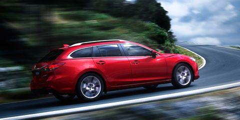 Tire, Wheel, Automotive design, Vehicle, Rim, Car, Red, Alloy wheel, Automotive tire, Crossover suv,