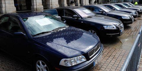 Motor vehicle, Tire, Automotive design, Vehicle, Daytime, Land vehicle, Headlamp, Automotive lighting, Grille, Car,