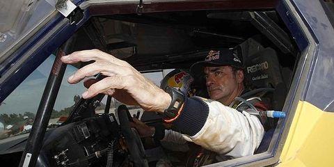 Motor vehicle, Cap, Glass, Steering part, Steering wheel, Vehicle door, Windshield, Baseball cap, Automotive window part, Driving,