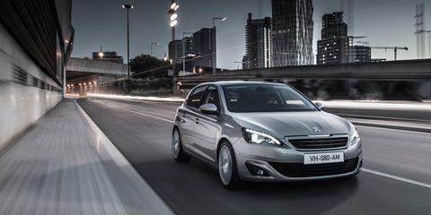 Tire, Mode of transport, Automotive mirror, Automotive design, Vehicle, Automotive lighting, Headlamp, Automotive parking light, Rim, Car,