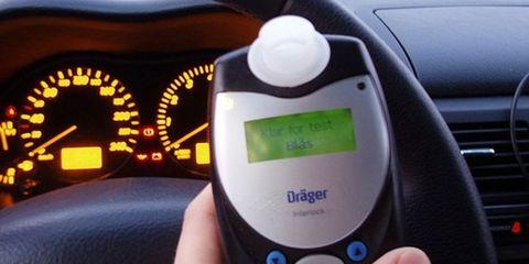 Motor vehicle, Mode of transport, Technology, Electronics, Gauge, Speedometer, Trip computer, Tachometer, Machine, Windshield,
