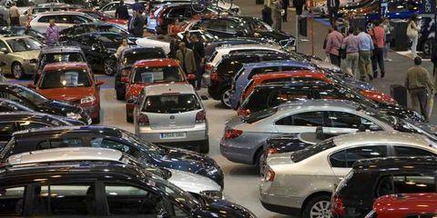 Land vehicle, Vehicle, Automotive design, Car, Automotive parking light, Personal luxury car, Mid-size car, Full-size car, Automotive tail & brake light, Sedan,