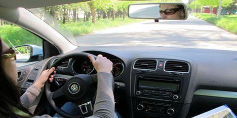 Motor vehicle, Automotive mirror, Steering part, Mode of transport, Automotive design, Vehicle, Steering wheel, Electronic device, Transport, Glass,