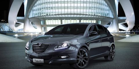 Tire, Mode of transport, Automotive design, Vehicle, Transport, Land vehicle, Car, Glass, Grille, Alloy wheel,