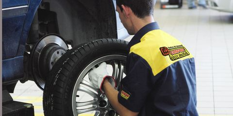 Motor vehicle, Tire, Wheel, Automotive tire, Automotive design, Automotive wheel system, Rim, Alloy wheel, Auto part, Synthetic rubber,