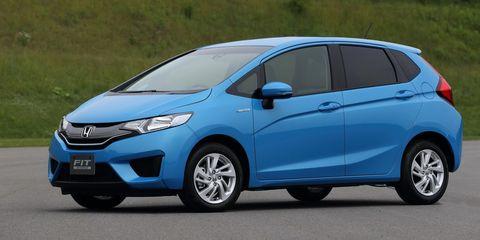 Tire, Motor vehicle, Wheel, Automotive mirror, Mode of transport, Blue, Automotive design, Daytime, Vehicle, Transport,