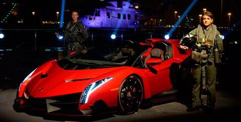 Automotive design, Vehicle, Land vehicle, Supercar, Performance car, Car, Sports car, Fender, Auto show, Windshield,