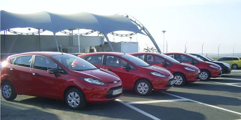 Tire, Wheel, Motor vehicle, Mode of transport, Land vehicle, Vehicle, Transport, Automotive wheel system, Car, Alloy wheel,