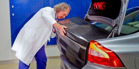 Automotive tail & brake light, Automotive design, Automotive lighting, Trunk, Automotive exterior, Full-size car, Sedan, Mid-size car, Luxury vehicle, Vehicle door,
