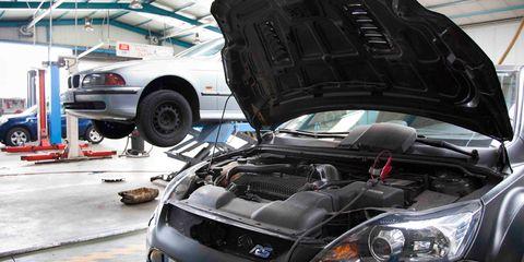Automotive design, Vehicle, Land vehicle, Automotive parking light, Hood, Automotive lighting, Car, Automotive exterior, Automotive tire, Headlamp,
