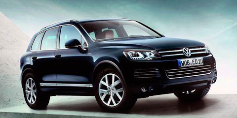 Tire, Wheel, Automotive design, Product, Vehicle, Automotive exterior, Automotive tire, Land vehicle, Headlamp, Car,