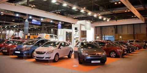 Wheel, Tire, Land vehicle, Vehicle, Lighting, Car, Automotive parking light, Full-size car, Automotive lighting, Mid-size car,