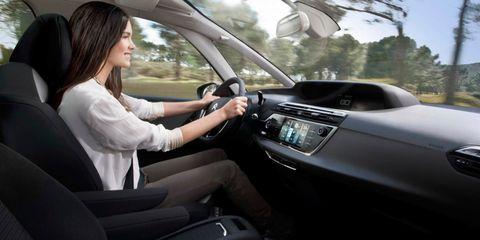 Motor vehicle, Steering part, Automotive mirror, Automotive design, Steering wheel, Vehicle, Car, Vehicle door, Personal luxury car, Glass,