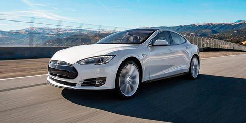Tire, Wheel, Mode of transport, Automotive design, Vehicle, Transport, Land vehicle, Headlamp, Rim, Car,