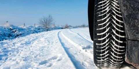 Winter, Freezing, Automotive tire, Atmosphere, Snow, Synthetic rubber, Parallel, Frost, Glacial landform, Precipitation,
