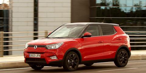 Tire, Wheel, Motor vehicle, Automotive design, Vehicle, Land vehicle, Car, Automotive mirror, Glass, Red,