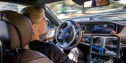Motor vehicle, Automotive mirror, Steering part, Mode of transport, Automotive design, Vehicle, Steering wheel, Car, Center console, Vehicle audio,