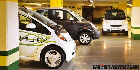 Tire, Motor vehicle, Wheel, Automotive design, Mode of transport, Vehicle, Land vehicle, Transport, Car, Automotive tire,