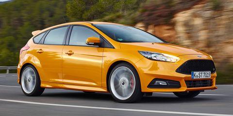 Tire, Wheel, Motor vehicle, Mode of transport, Automotive design, Daytime, Yellow, Vehicle, Transport, Car,