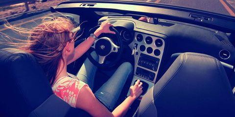 Steering part, Automotive design, Vehicle, Steering wheel, Hand, Vehicle audio, Center console, Vehicle door, Car seat, Wrist,