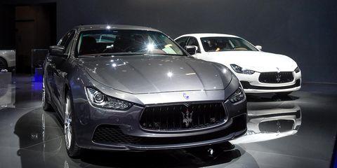 Automotive design, Vehicle, Land vehicle, Hood, Headlamp, Car, Performance car, Grille, Automotive lighting, Personal luxury car,