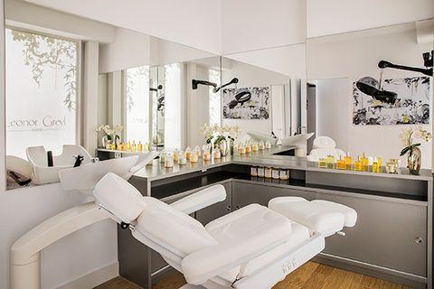 Room, Interior design, Wall, White, Home, Interior design, Floor, Furniture, Ceiling, Living room,