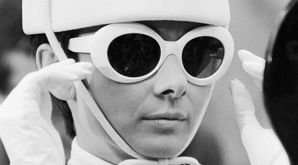 Vuelven las gafas de pasta blanca