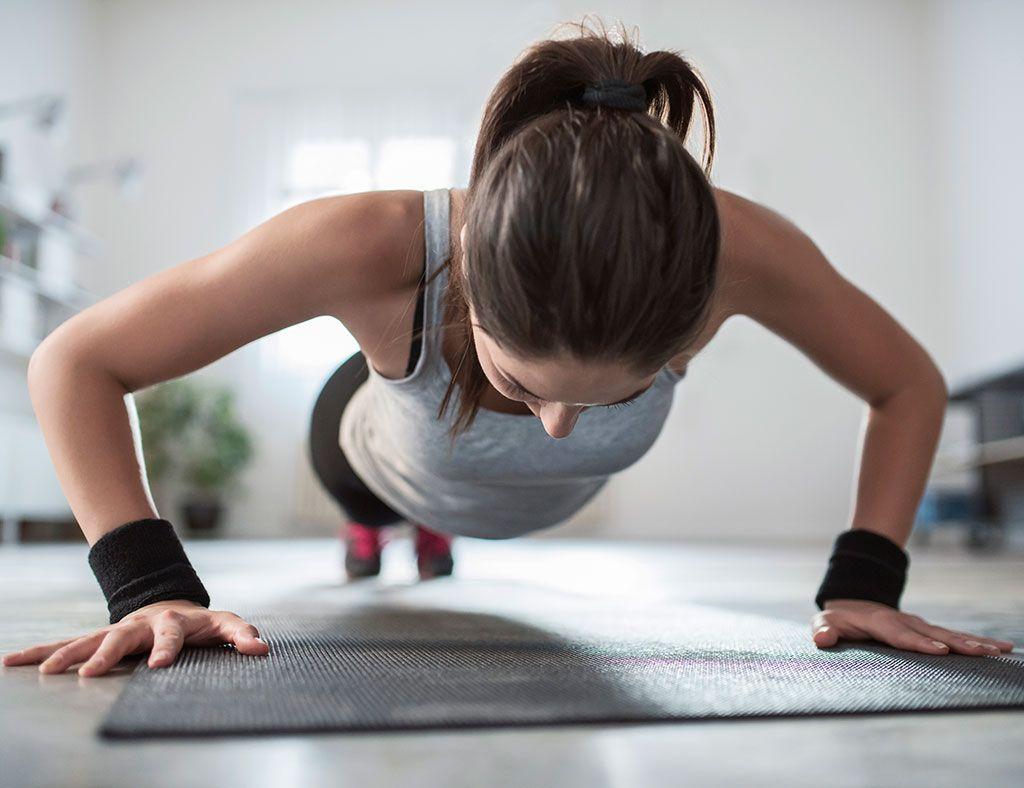 hacer ejercicios para adelgazar en casa