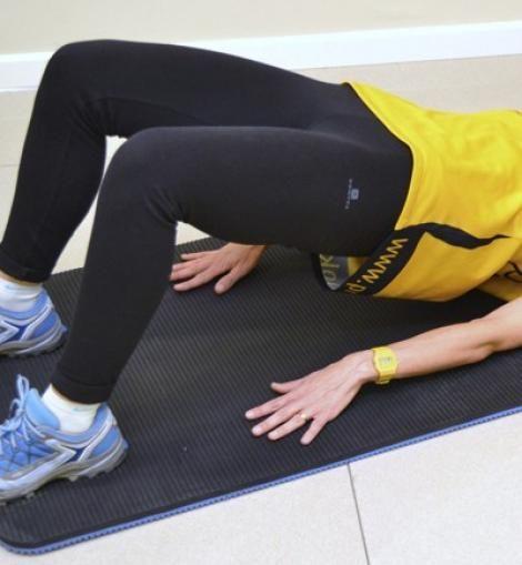Tabla de ejercicios para hacer en casa: elevación pelvis