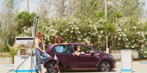 Tire, Motor vehicle, Wheel, Automotive design, Vehicle, Land vehicle, Alloy wheel, Vehicle door, Car, Rim,