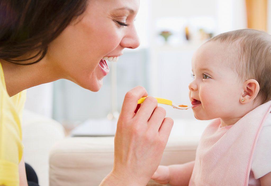Como darle cereales a un bebe