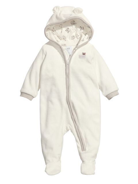 aa471effb4c55 Buzo de suave terciopelo blanco con vivo de color gris en cremallera  central y en los puños. Orejitas en la capucha. Forro de punto de algodón  lavable.