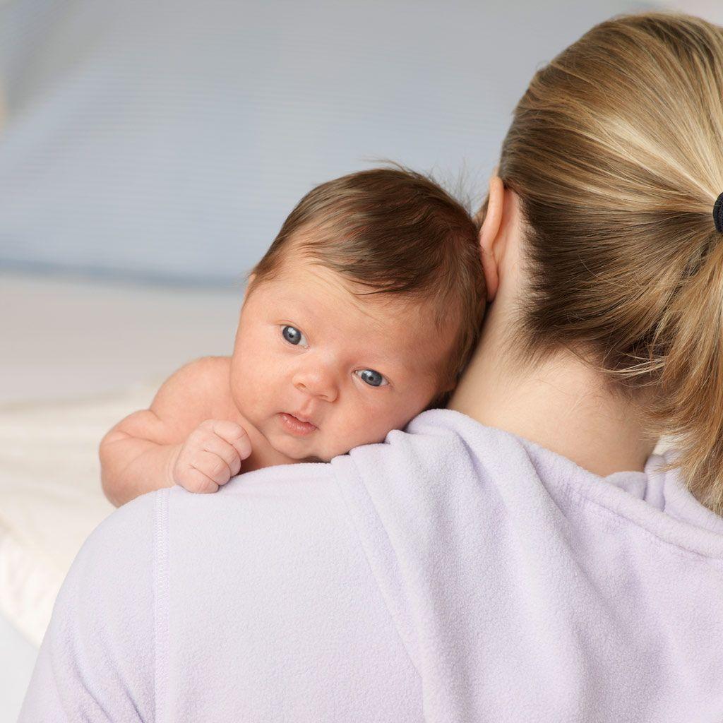 como sacar los gases a un bebe con reflujo