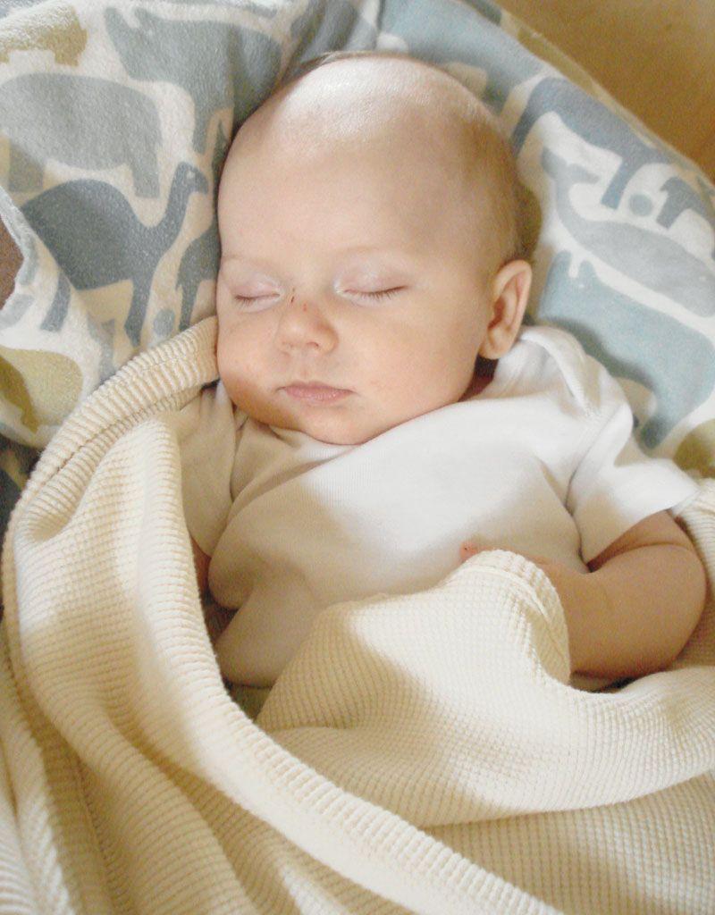 cuantas horas debe dormir un bebe de un mes de nacido