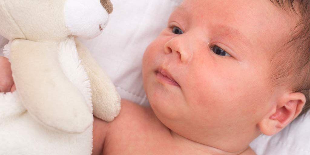 granos en la espalda bebe