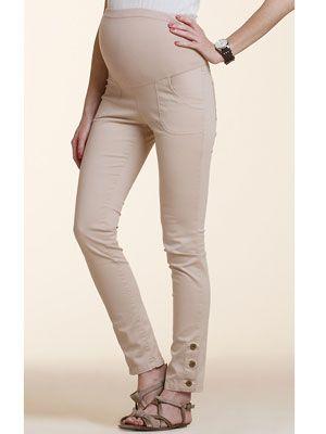 b7aa5759b Pantalón de corte pitillo con bolsa muy elástica en el mismo color y detalle  de botones en el bajo. Composición 97 % algodón y 3% elastán. 55