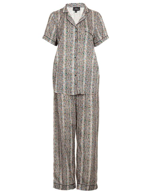 f90bf6ea9cf Pijama de manga corta con camisola larga (para usar como camisón) y botones  delanteros para utilizar con comodidad durante el periodo de lactancia.