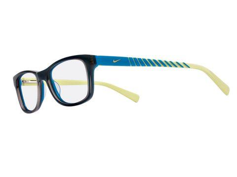 d7cc20a171 De la colección Nike Junior, divertidas gafas especialmente diseñadas para  adaptarse bien a la carita de los niños. 98,50 €.