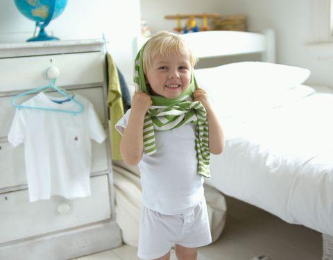 107fde7b7 Trucos para enseñar al niño a vestirse solo