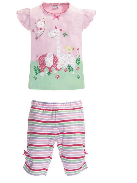 dfd127765fcc El pijama combina el rosa y el verde tan de moda esta primavera. La  camisola lleva un festón en el cuello rematado por un lacito y los  pantalones de rayas ...