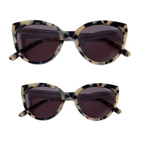 c7f690996b La marca de moda Pili Carrera y la firma de gafas Woodys (especializada en  gafas de sol con detalles de madera) lanzan una mini colección para niña y  mamá.