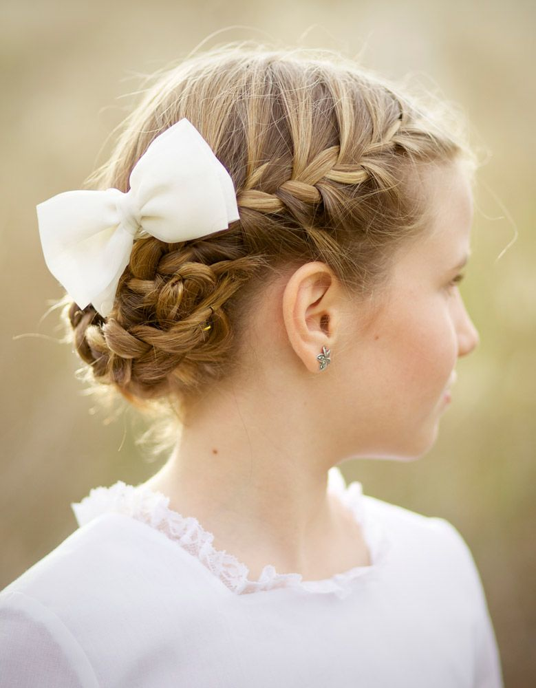 Peinados de nina con cabello recogido