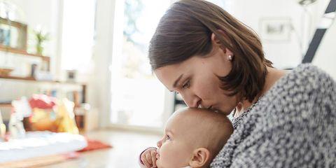 cbda65847 ¿Estás embarazada o acabas de tener un bebé y sientes que la gente que te  rodea te critica por tu forma de afrontar la maternidad  No eres la única.