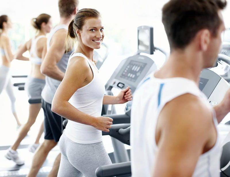 Entrenamiento personal sala fitness perdida de peso