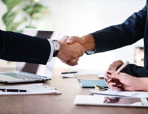 995684685 Además de los académicos y expertos en marketing y gestión comercial,  muchas personas que se han ganado la vida vendiendo durante años a menudo  acaban ...