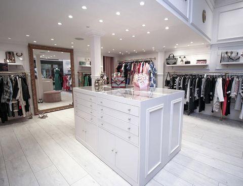 9b9efe3361 Fue en el año 1984 cuando la diseñadora Teria Yabar abrió su primera tienda  de moda femenina en León. Empieza así una carrera imparable que ha llevado  su ...