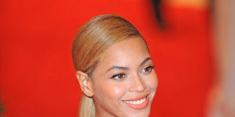 Ear, Eyelash, Style, Dress, Fashion, Earrings, Blond, Lipstick, Fashion model, Day dress,
