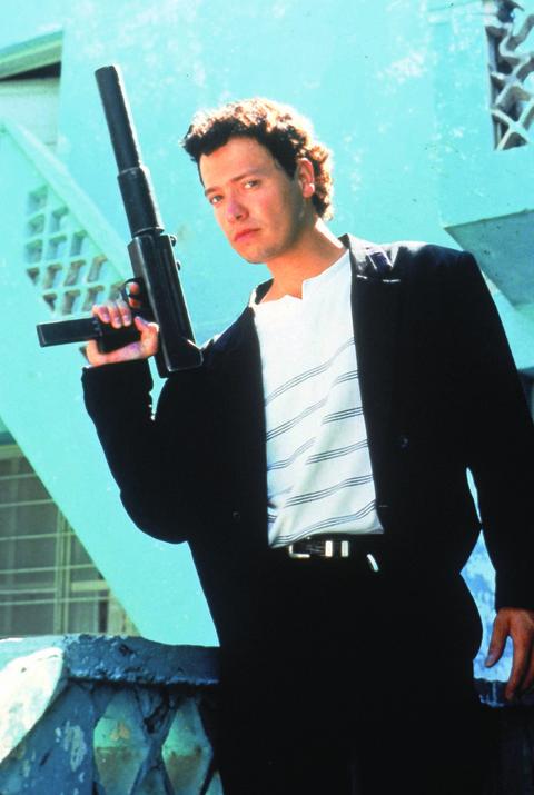 Shooting, Air gun, Revolver, Gun barrel, Belt, Gunshot, Shotgun, Ammunition, Gun accessory, Machine gun,