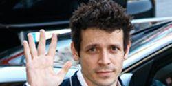 Finger, Forehead, Photograph, Collar, Jaw, Cool, Gesture, Jacket, Blazer, Snapshot,