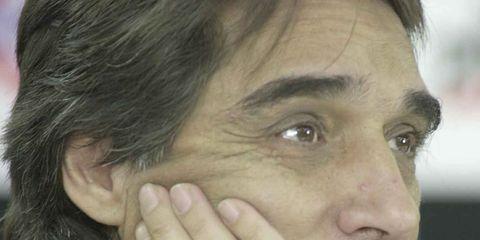 Finger, Cheek, Hairstyle, Eye, Skin, Forehead, Eyebrow, Jaw, Organ, Black hair,